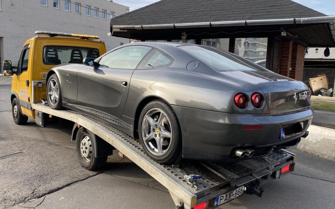 Ferrari mentése a Szentendrei útról.
