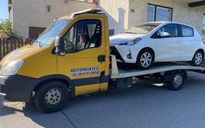 Toyota Yaris autó szállítása szerelőhöz. Autószállítás 10.-kerület.